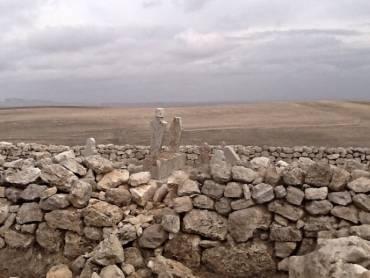 EBU ZER: Issız çölde yalnız mezar
