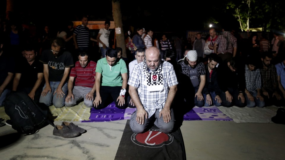 Living on a Prayer: in Istanbul's Gezi Park, Protesters Try to Bridge the Religious Divide – Vocavit
